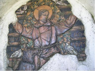 Immagine in terracotta dipinta di San Francesco sono evidenti gli elementi mancanti