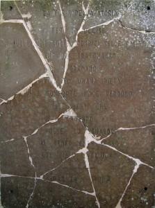 Epigrafe parete laterale cappella