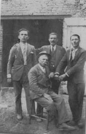 AL CENTRO SEDUTO CESARE VENTURI – 1940
